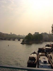 Pont-Neuf and the tip of the island on a hazy spring morning